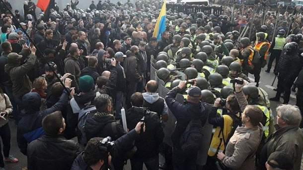 Вуличні протести попри все наростатимуть