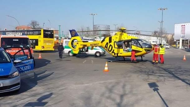 Автобус наїхав на рятувальний вертоліт у Берліні