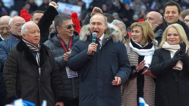 Путін співає гімн Росії