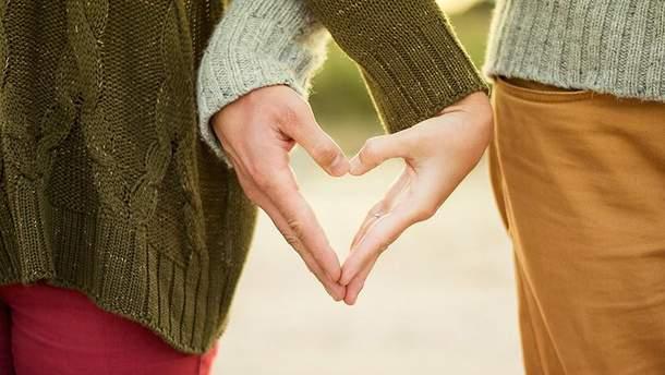 Прикосновения любимого человека могут облегчить боль