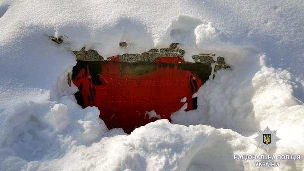 В Харькове неизвестные снова облили краской памятник погибшим воинам УПА