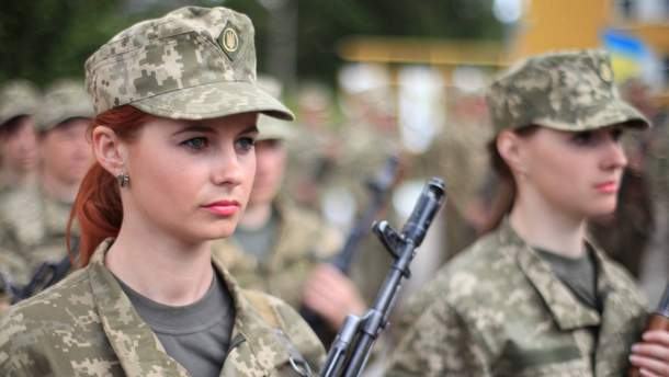 Женщины в армии служат наравне с мужчинами