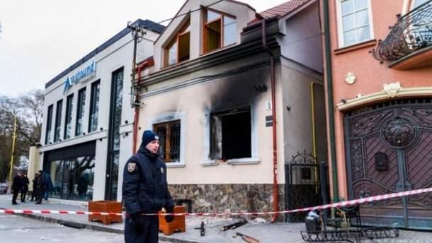 В деле о поджоге Общества венгров в Ужгороде избрали меру пресечения двум подозреваемым