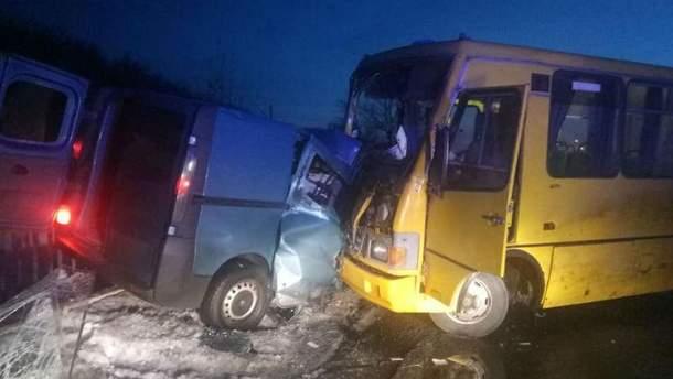 Під Кременчуком рейсовий автобус потрапив в аварію