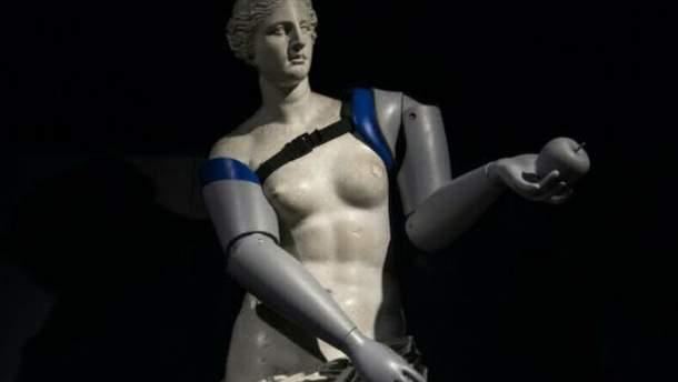 Копии Венеры Милосской надели протезы