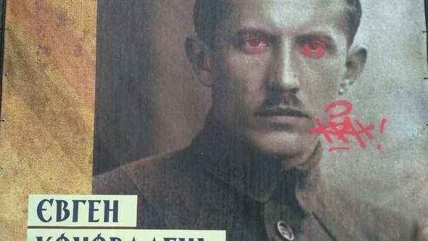 """На Хрещатику вандали понищили виставку """"Українська революція"""""""