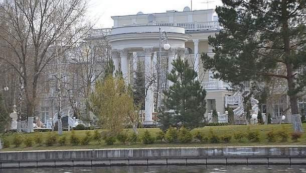 Біля маєтку Порошенка застрелився поліцейський