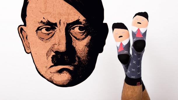 У Польщі випустили шкарпетки зі зображенням Гітлера