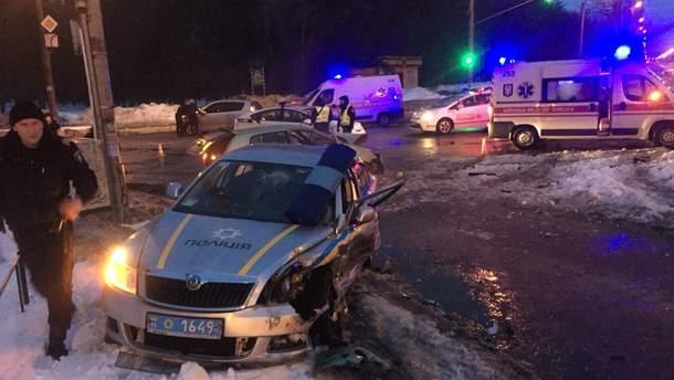 В Киеве и Ровно пострадали 5 полицейских