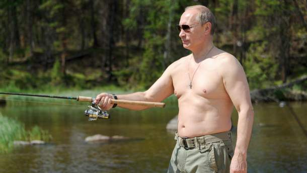 В США в шутку сравнили фигуру Путина и старинной статуи