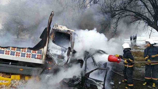 На Дніпропетровщині вантажівка влетіла у легковик, троє людей загинули