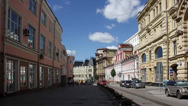 Приймальня ФСБ у Москві (ліворуч)