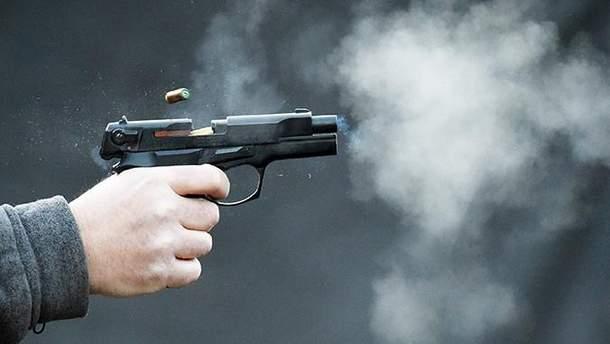 Чоловік влаштував стрілянину у магазині на Подолі