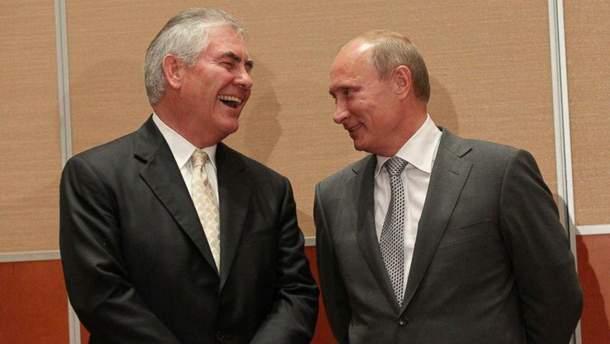 Тиллерсон долго работал в России?