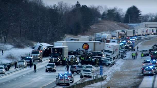 Более 80 авто попали в ДТП из-за снега в США