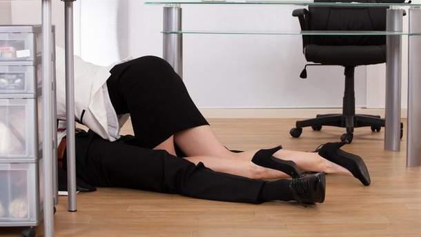 Руководитель компании занялся сексом с подчиненной прямо на работе