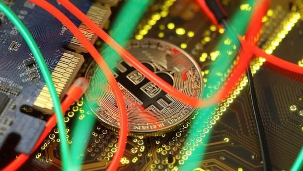 Bitcoin падає