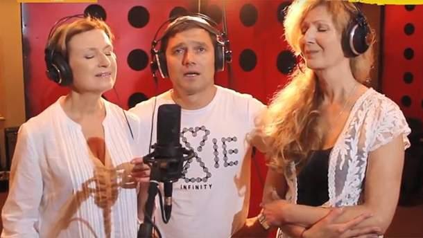Роман Семисал заспівав у дуеті із сестрами Тельнюк
