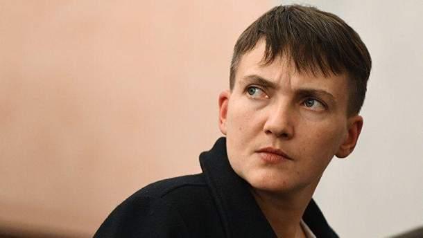 Савченко принесла в Парламент оружие