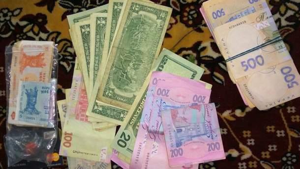 Изъятые деньги во время обысков