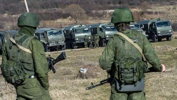 Росія стягує війська і озброєння в окупований Крим