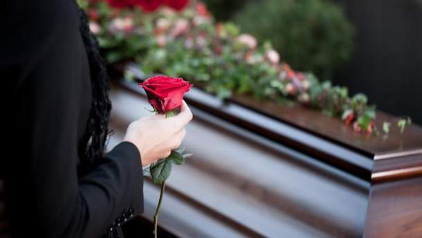 Нові правила поховання в Україні: що буде з дозволами на похорон