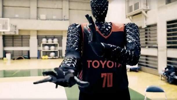 Японцы создали робота-баскетболиста