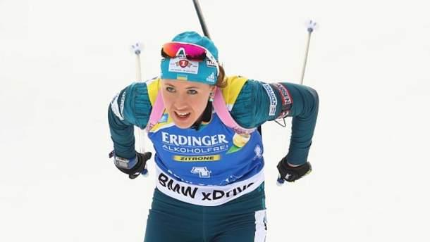 Финиширующей в последний эстафете сезона была Юлия Джима
