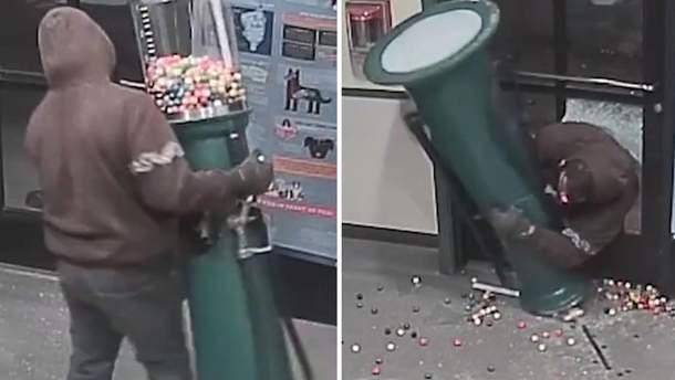 Мужчина пытался вынести автомат для продажи жвачек из приюта для животных