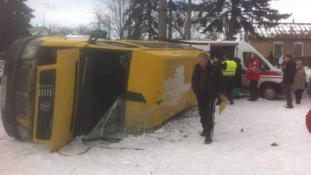 В Запорожье на огромной скорости перевернулась маршрутка с 18 пассажирами