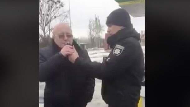 Пьяный полицейский врезался в авто депутата в Ровно