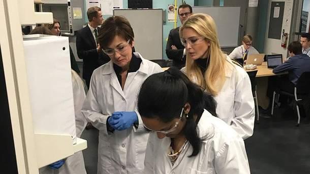 Иванка Трамп в лаборатории