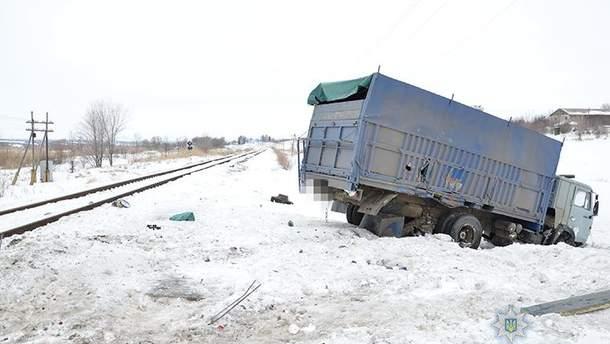 Авария грузовика и поезда