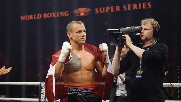 Назвали боксера, який може замінити Усика в фіналі WBSS