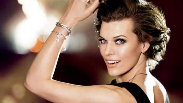 Милла Йовович показала снимки без макияжа