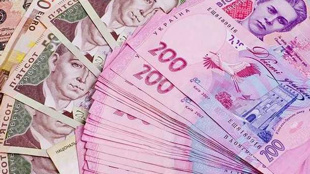 Середня зарплата в Україні може зрости до 10 тисяч вже восени
