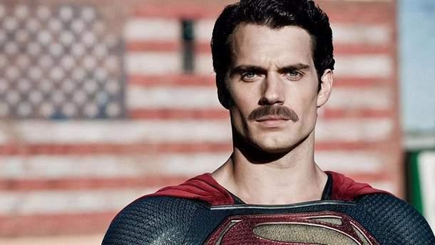 Генрі Канвілл зголив свох легендарні вуса