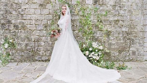 Кейт Аптон показала фото з весілля