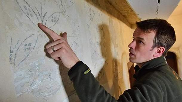 Старинные рисунки на стенах замка