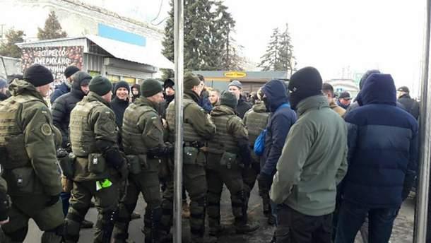 """Силовики заблокировали работу """"Национального корпуса"""" в центре Киева"""