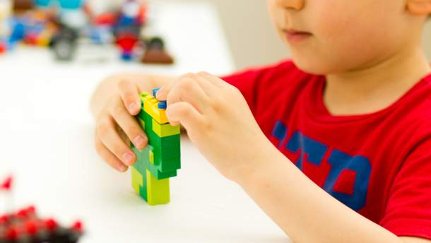 Все первые классы в Украине бесплатно получат наборы LEGO