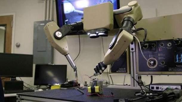Розробляють робота-хірурга