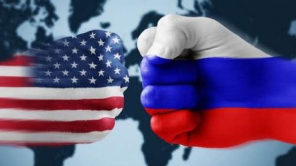 """США, виславши російських дипломатів, змусили РФ до """"дипломатичної війни"""""""