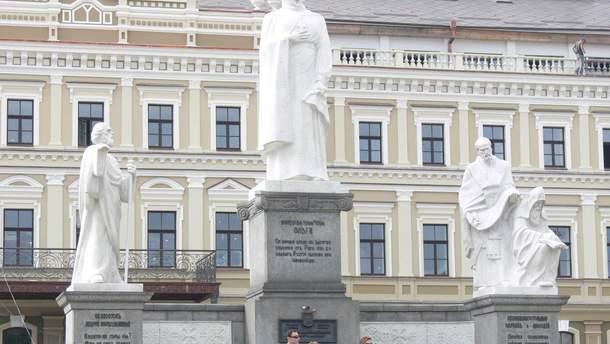 У Києві вже встановлений пам'ятник княгині Ользі