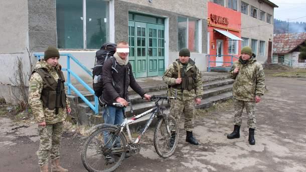 Німець на велосипеді, але без закордонного паспорта, хотів пробратися в Україну