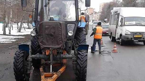 У мережі висміяли, як ремонтують дороги на Полтавщині