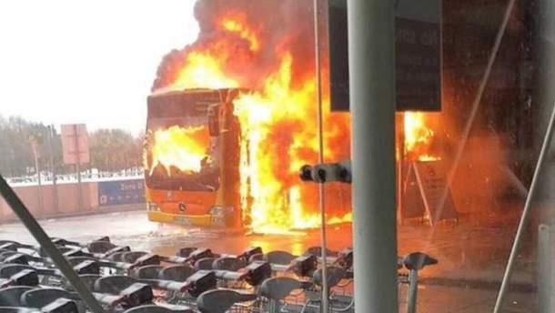 """В аэропорту """"Лондон-Станстед"""" горел автобус"""