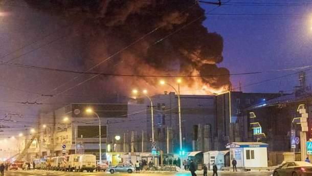 В пожаре в Кемерово погибли по меньшей мере 64 человека