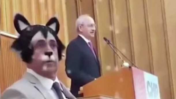Депутат транслировал заседание фракции в режиме эмоджи