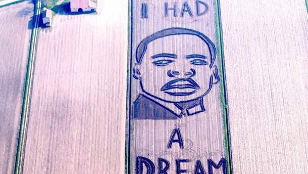 Портрет Мартина Лютера Кинга на соевом поле